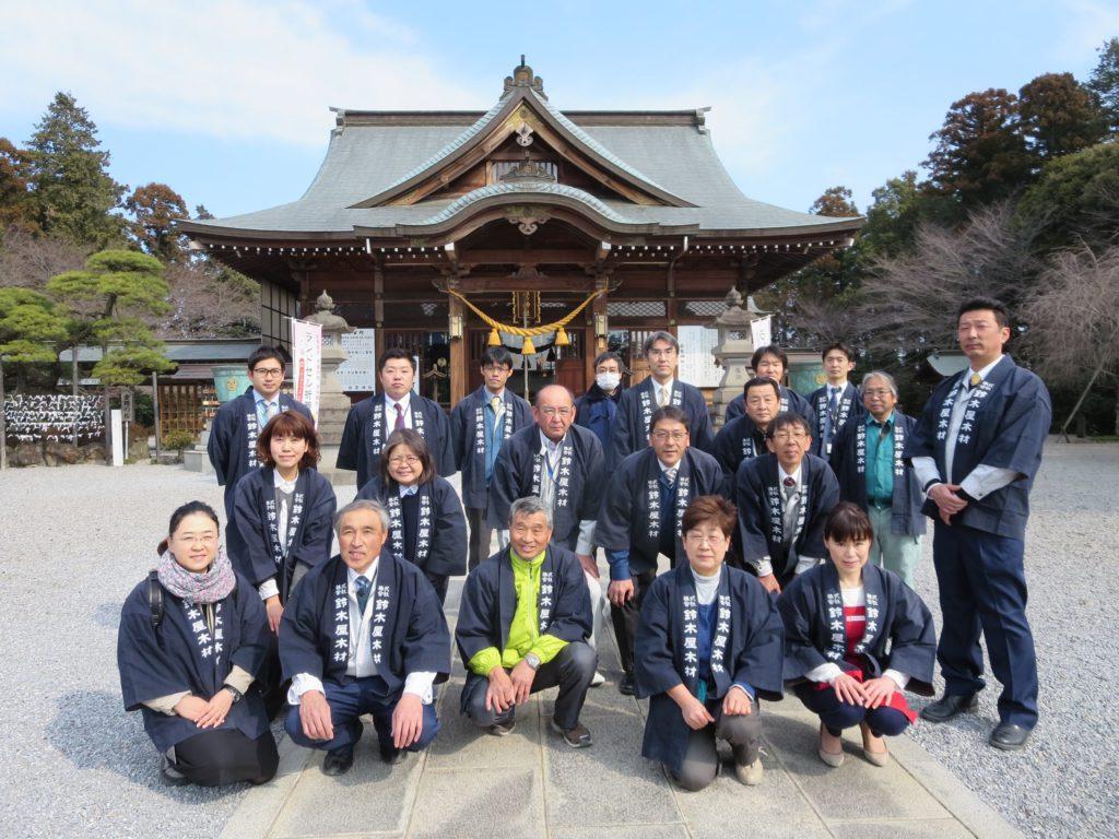 鈴木屋木材が施工した白鷺神社本殿での記念写真
