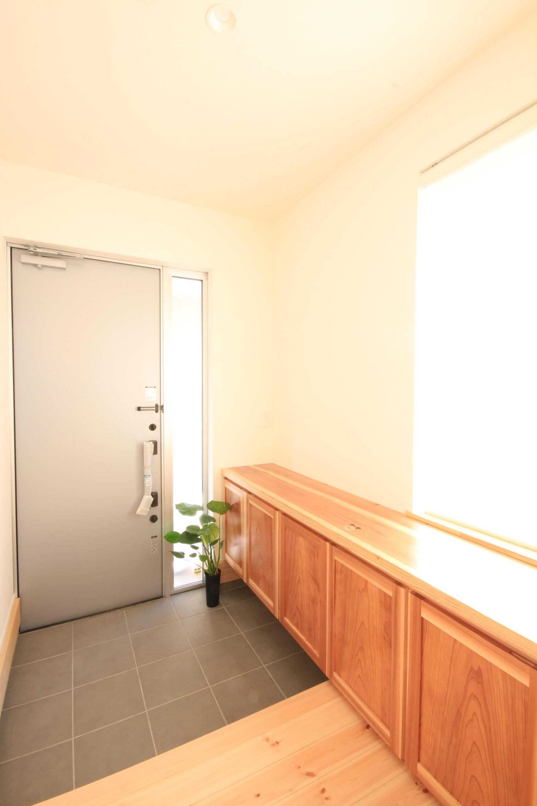 栃木県上三川の耐震住宅施工事例K邸の玄関内